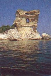 La tour vue de la mer